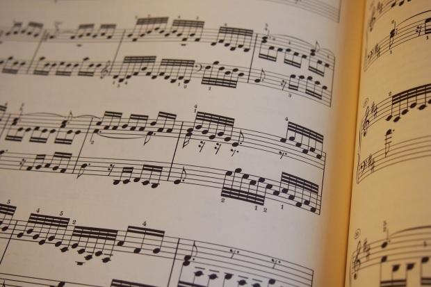como leer una partitura bien piano