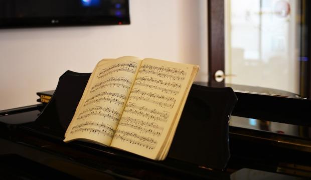 piano-partitura-tocar de memoria